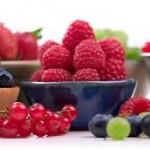 Restare giovani consumando frutta nera o scura