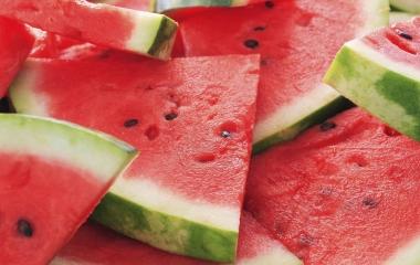Alimentazione estiva: i dieci cibi che non possono mancare contro il caldo