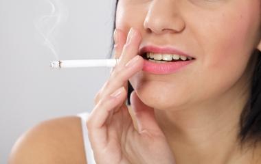 Fumo: i danni che provoca sulla pelle