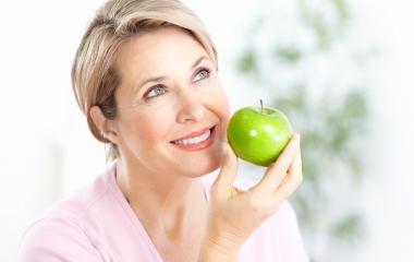 Vampate della menopausa: i cibi per combatterle